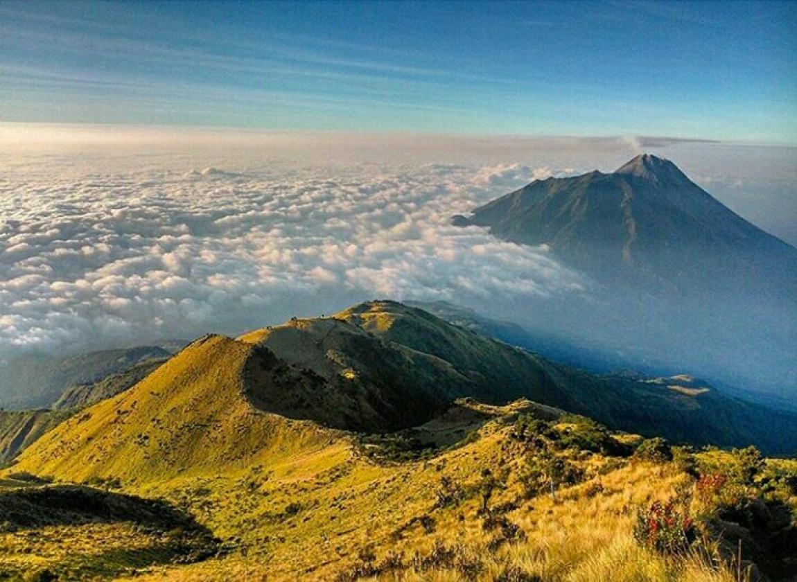 Package Merbabu Trekking + Sunrise on the Top Mount
